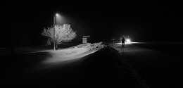 / Поздний вечер, дорога, свет фар...