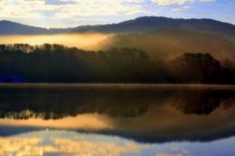 Утро в сентябре. / Утро, туман, отражения, испарения, озеро.