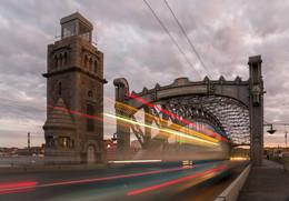 Ночной мост Петра Великого / Снимал во время белых ночей в Питере