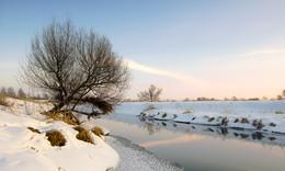 Зима,закат... / Начало зимнего вечера на реке.....