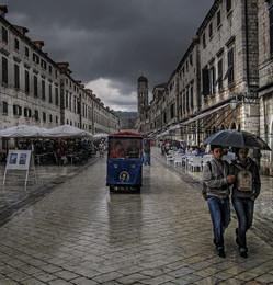 Что может быть лучше плохой погоды... / Влюблённым всё нипочём...