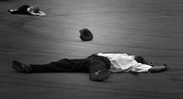 """Все дело в шляпе / финальный кадр многосерийного боевика """"Однажды в..."""" смотреть под музыку Э. Морриконе"""
