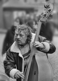 The street musician. / ***