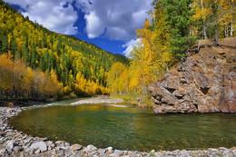 Поворот / Хамар-Дабан. Изгиб реки Шубутуй в 4 км до слияния с рекой Утулик. 17 сентября 2015 г.