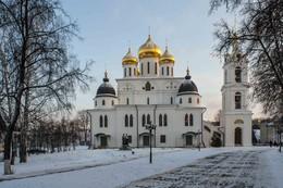 Успенский собор / Основной достопримечательностью города Дмитрова является Дмитровский Кремль. Построен в 1509 – 1533 годах, перестраивался в 17-19вв.. 3х-ярусная колокольня была возведена в 1796г.