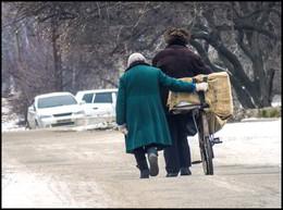 Так и идут по-жизни вместе ... . / жизнь человеческая