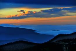 Доброй ночи, Хамар-Дабан! / Хамар-Дабан. Вид на Тункинскую долину.  На горизонте слева виден край цепочки гор Восточных Саян. 21 сентября 2015 г.