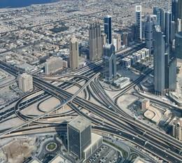 """Утренний Дубай / Снимок сделан в ноябре 2013 года в городе Дубай (ОАЭ) с высоты 452 метра или с 124 -го этажа самого высокого здания мира """"Бурдж Халифа""""."""
