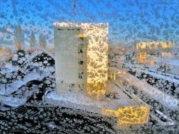вид из окна морозным утром января / мороз - 20 - такие узоры на стекле. Вид из окна с места работы ранним январским утром