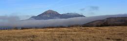 девятый вал / туман молочной рекой стекал по низине,а это между горой Бештау и Юцкой грядой.