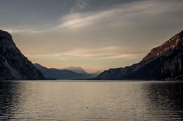 Озеро на закате / ***