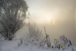 Рассвет,туман,иней.. / В туманной дали.....