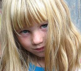 ...а меня сфотографируйте / ...на день.рожд. она подошла тихо и спросила........(сейчас наверное .одна из нас?)...............................................
