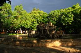 фонтан Деды / перед грозой,небо свинцовое
