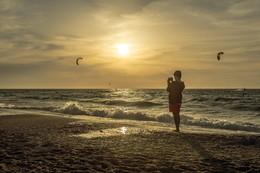 Мальчик,закат,серфинг. / Мальчик,закат,серфинг. Израиль. Ашдод 2016.04