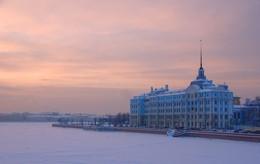 Утро без крейсера... / Зимнее утро на Петроградской набережной
