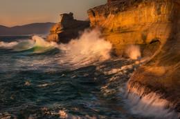 RETURN OF THE WAVE / Cape Kiwanda, Oregon