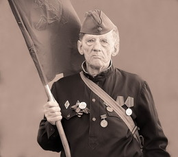 22 июня... / ...А может, не было войны, И мир её себе придумал? ...Но почему же старики Так плачут в мае от тоски? - Однажды ночью я подумал.  Александр Розенбаум