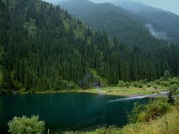 Здесь время замедляет бег..... / Я помню тот край окрыленный, Там горы веселой толпой Сходились у речки зеленой, Как будто бы на водопой. /Юрий Визбор/