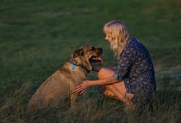 Дружба... / Они встречаются всего лишь раз в год. Но собака узнает ее еще из далека. Они могут долго сидеть просто глядя друг на друга...
