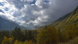 Горы КБР. Дорога к леднику Тютюргу перед бурей. / Дорога к леднику Тютюргу перед бурей.