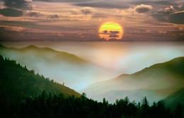 Рано солнышко вставало... / над сопками туман