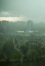 Снова циклон из Атлантики / Гроза над городом