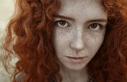 girl with freckles / ***