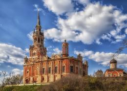 Никольский собор / Собор был поставлен на месте Никольских ворот Можайского кремля (XIV век), и частично включил в себя их стены. Строительство собора продолжалось с 1802 по 1814 год.