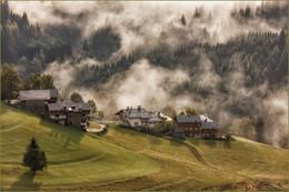 / когда с гор спускается туман