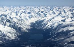 В окружении гор / Северная часть Байкала, оз. Кулинда.