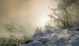 Морозное утро на незамерзающей реке / ***