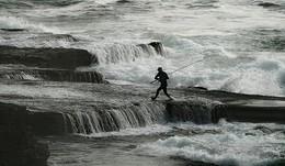 отчаянный рыбачок / каждый год погибает в Австралии до 300 рыбаков,их уносит в открытый океан