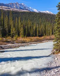 """Белая река / Из-за обильного количества известняка - цвет воды белый. При этом концентрация известняка настолько большая,что вода не пригодна для питья. Нет в ней и речной живности. Одним словом """"Мертвая река """""""