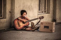 Цыганёнок / В Сербии много цыган. Все цыгане мужского пола, даже дети зарабатывают песнями.