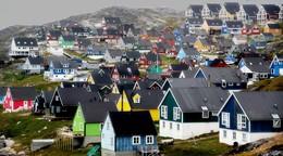 яркие краски дикого севера / гренландия, город Нуук