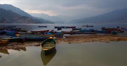 Притихло / Озеро Фева. Непал