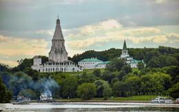 Вид на Коломенское,с реки. / Вид на Коломенское,с реки.