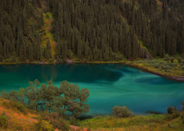 / 1-е Кольсайское озеро (расположено на высоте 1800м)