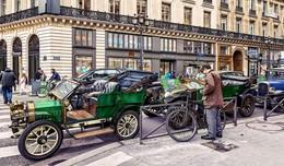 По улицам Парижа. / ***