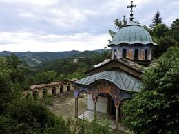 По святым местам / Достопримечательности Болгарии: Сокольский монастырь недалеко от города Габрово - церковь