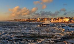 В лучах заходящего солнца / Португалия. Атлантический океан
