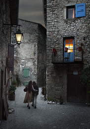 Urban romance / Romantic scene in the old streets of Châtillon-En-Diois. This is a small town in the Vercors, a mountain region in south of France.