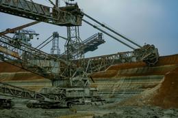 Роторный экскаватор / Карьеры и роторные комплексы в Орджоникидзевском горно-обогатительном комбинате. Добыча марганцевой руды в Украине. Здесь крупнейшее месторождение марганцевой руды в Европе и второе в мире.   Больше о работе карьеров сможете узнать на моём канале YouTube - https://www.youtube.com/channel/UCG9f_j06EcIpIGyfVBcSDuQ