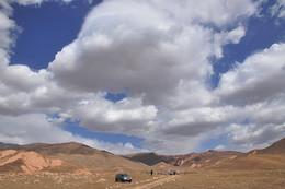 Дорога на Арашанские озера. Узбекистан. / Там, где Ташкентская область граничит с Киргизией и Наманганской областью, на высоте более 3000 м расположились Арашанские озера. Добраться до них не так-то просто: дорога то спускается глубоко в ущелья Ангренского плато, то резко уходит в горы и наконец выводит к «радоновым источникам» Арашана.