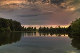 Закатные краски на деревенском пруду / Летние грозы.