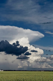 человеческие головы в облаках, рисует Природа ветром. / ищу в облаках человеческие головы