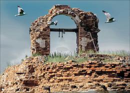 """""""Шрам"""" временных катаклизмов / Остатки церквушки на месте бывшей деревни за рекой Тобол. Сейчас здесь просто чистое поле и эти руины как память о прошлом..."""