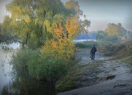 У реки. / ***