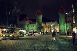 Добро пожаловать в VANA TALLINN ! / VANA TALLINN — переводится как старый Таллин.  http://www.youtube.com/watch?v=UR-wBngW4tQ